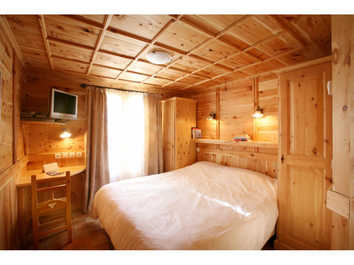 Reservation CHALET COLINN - BED & BREAKFAST Tignes